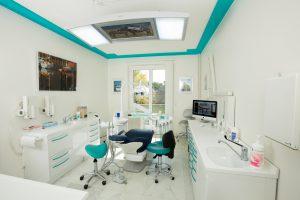 Dentiste-geneve-orthodontie-invisible-implants-facettes-couronnes-ceramiques--300x200